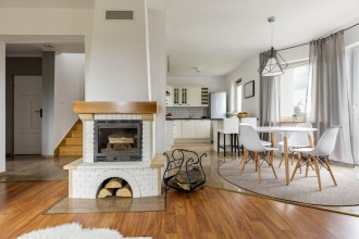 Kominek w domu – nowoczesny wystrój wnętrz z nutką tradycji