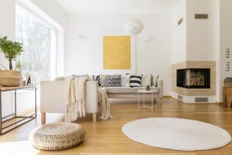 """Białe ściany są ponadczasowe! Jak """"pokolorować"""" mieszkanie dodatkami?"""
