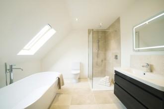 Malowanie ścian w łazience – kiedy się na to zdecydować i jaką farbę wybrać?