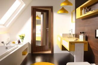 Drzwi z lustrem - sposób na stworzenie jaśniejszej przestrzeni w mieszkaniu