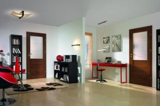 Przestrzeń… czy przestrzeń intymna? Drzwi przeszklone i pełne w Twoim mieszkaniu