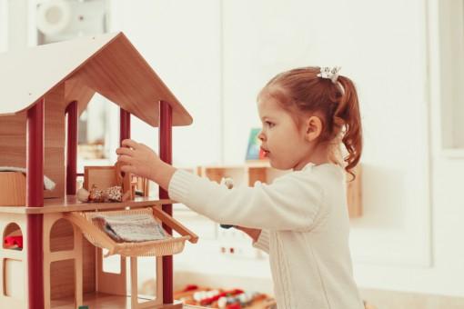 Domki dla lalek - zabawka i piękny dodatek do dziecięcego pokoju