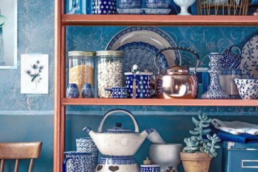 Urządzenie mieszkania na niebiesko. Piękne wnętrza w błękicie, szafirze czy kobalcie