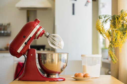 Sprytna kuchnia – roboty planetarne, jajowary i jogurtownice. Niech zrobi to za ciebie maszyna!