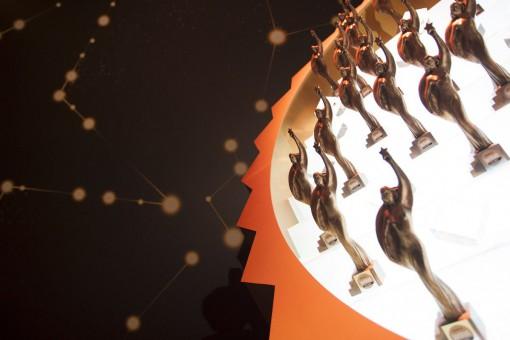 Statuetka Superbrands oraz nagroda Created  in Poland Superbrands  w rękach Porta Drzwi!