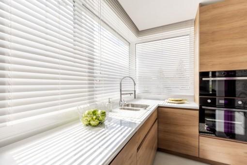 Aranżacja okien – jak dobrać funkcjonalne oraz piękne żaluzje okienne?