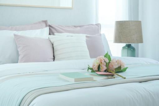 Sposób na przytulną, a zarazem romantyczną sypialnię