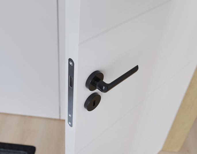 Wybór zawiasów i klamek do drzwi oraz ich montaż – jak się do tego zabrać?