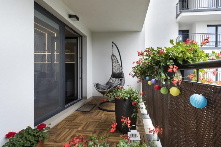 Aranżacja ogrodu zimowego na balkonie. O tym musisz pamiętać