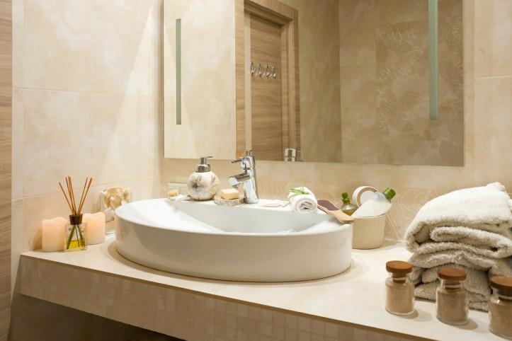 Jak urządzić tanim kosztem nowoczesną łazienkę?