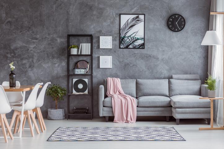 Surowa przestrzeń wolności. Jak zamienić mieszkanie w nowoczesny loft?