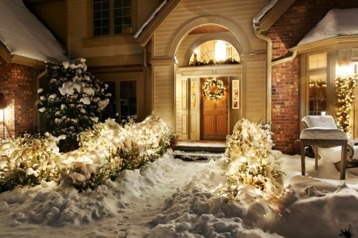 Efektowne ozdoby świąteczne na drzwiach - zobacz jak to zrobić!