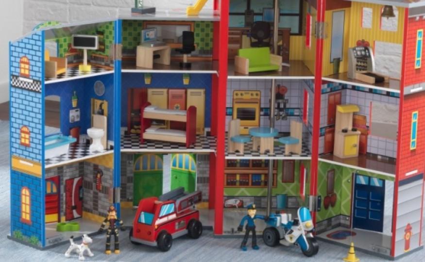 Domek dla chłopaków – remizy, garaże, lokum dla superbohaterów