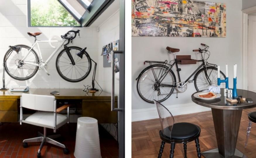 Rower w niestandardowym miejscu, deskorolka na ścianie