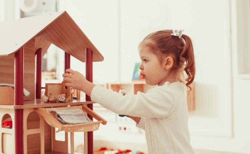 Pamiętacie kiczowate, różowe domki dla lalek Barbie?