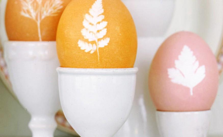 Wielkanocne ozdoby na stół z kwiatowym motywem
