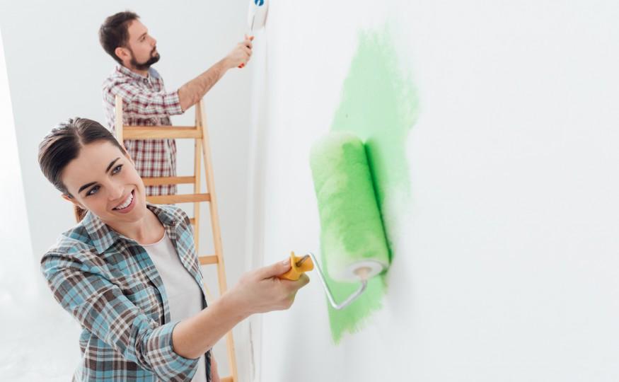 Przydatne poradniki remontowe – urządzanie pokoi według ekspertów