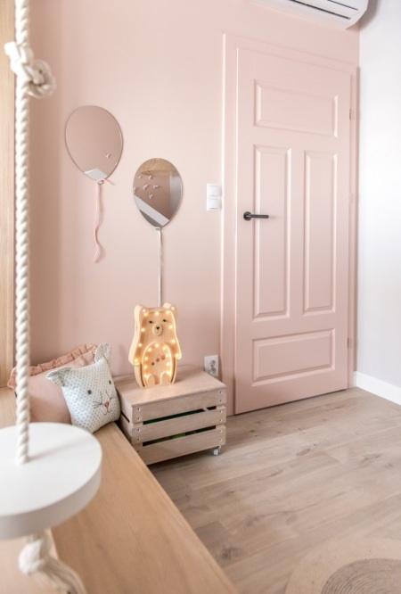 Różowe drzwi w mieszkaniu Lovingit
