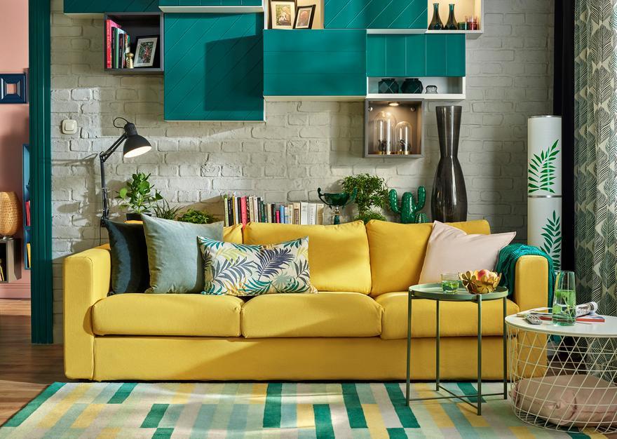 Jak łączyć kolory w salonie? Sprawdzone triki na modny wystrój
