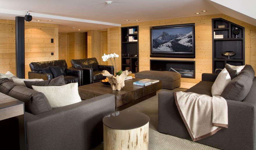 Rodzinny salon – jak urządzić w nim kino domowe?
