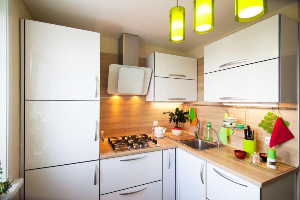 Jak optymalnie zaaranżować małą kuchnię w bloku?