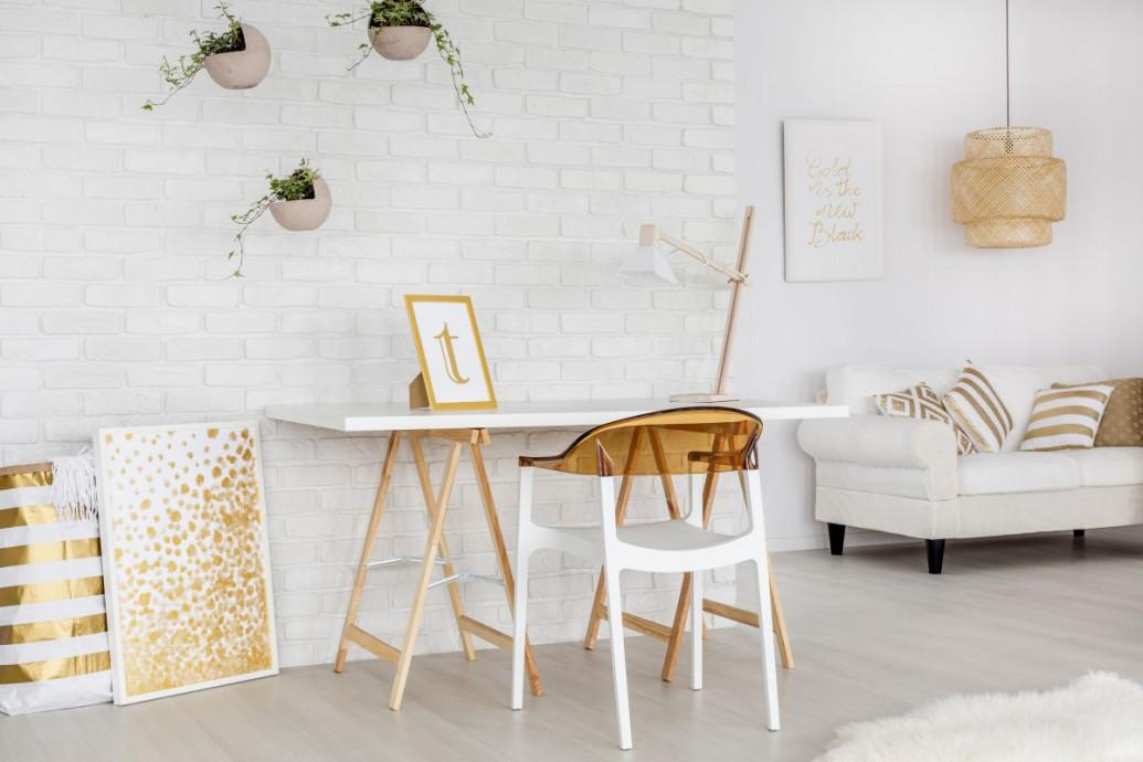 Złote dekoracje w mieszkaniu - jak nie przesadzić?
